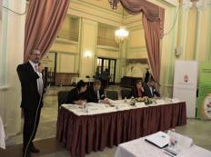 010-Rendezvényünk konferanciéja köszönti a Konferencia vendégeit