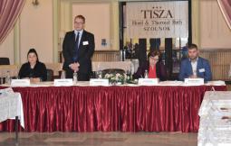 012 - A Miniszterelnökség főosztályvezetője megnyitja a Konferenciát