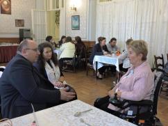 036- Kapcsolatépítés a konferencia ebéd szünetében